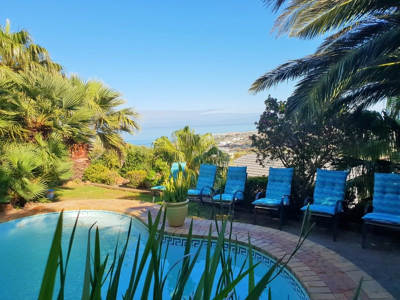 Pool side at Summer TIdes, holiday rental in Grabouw