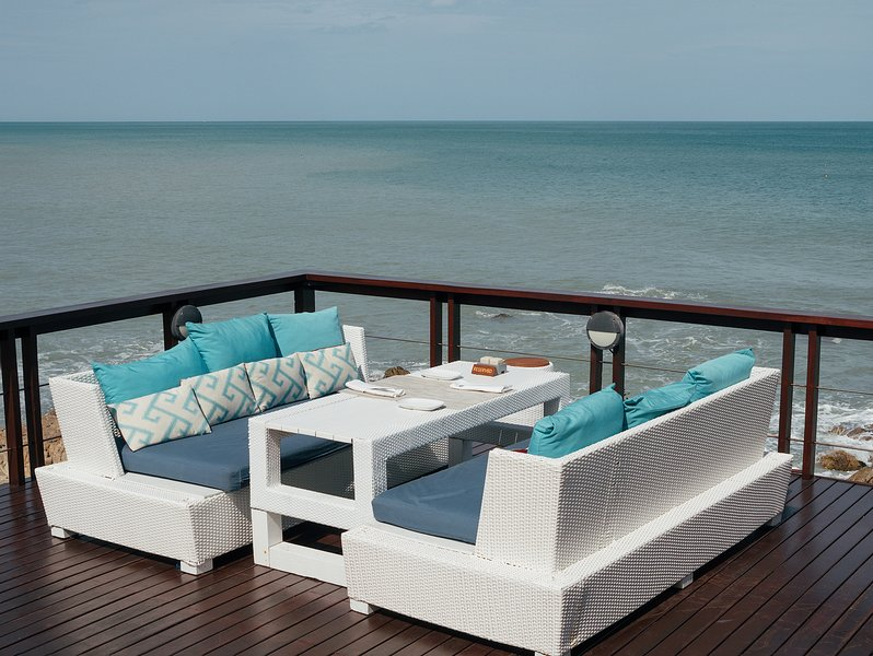 3-Bedroom Seaview Villa/ Managed Resort/ Pool/ On Coast/ Chaweng 5 mins, vacation rental in Choeng Mon
