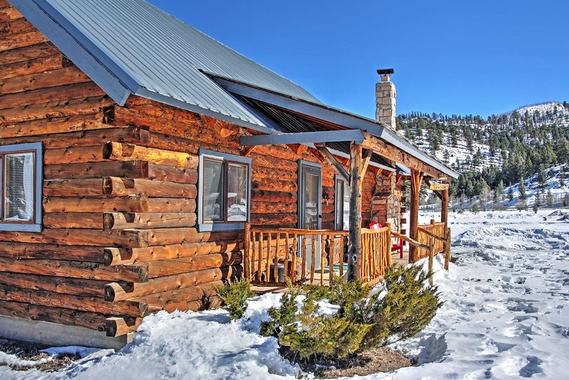 Authentic Cabin w/ Hot Tub in the San Juan Mtns!, holiday rental in South Fork