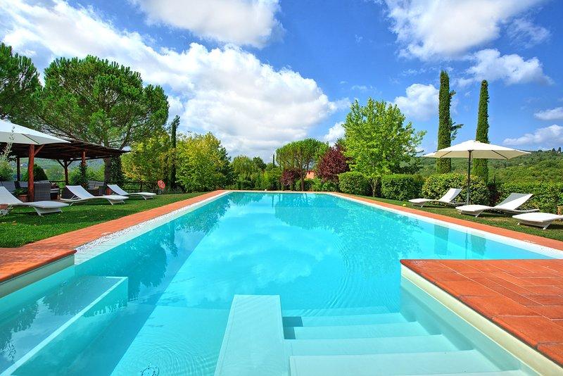 Badia Agnano Villa Sleeps 18 with Pool and WiFi - 5242141, holiday rental in Badia Agnano