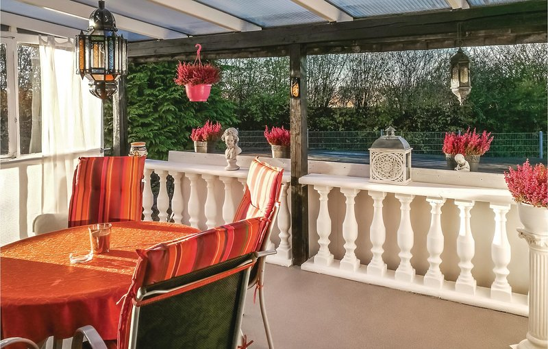 Stunning home in Ense with WiFi and 2 Bedrooms (DNW168), alquiler de vacaciones en Soest