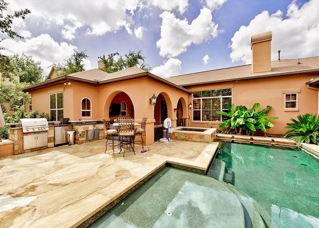 Lake Travis Home w/ Backyard Oasis - Private Pool, Spa & Outdoor Kitchen, location de vacances à Volente