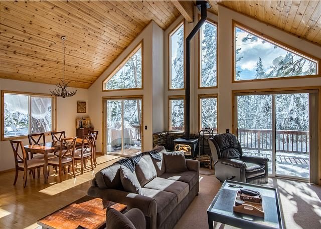 Pine Forest House, Tahoe Donner - Access to Trout Creek Center Amenities!, vacation rental in Truckee