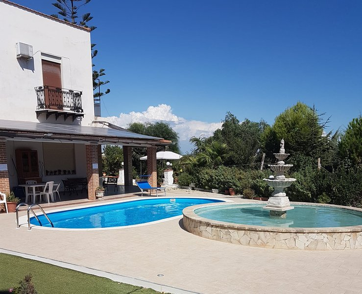 Amazing apt with swimming-pool, vacation rental in Ravanusa