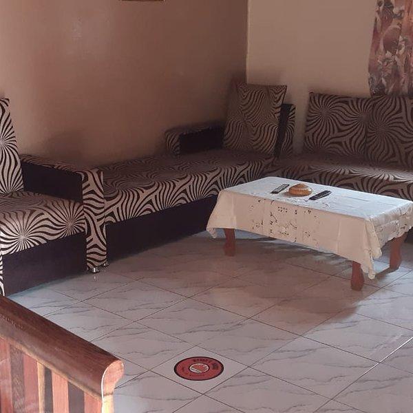 Mvogo's house,Santa Barbara, alquiler de vacaciones en Yaounde