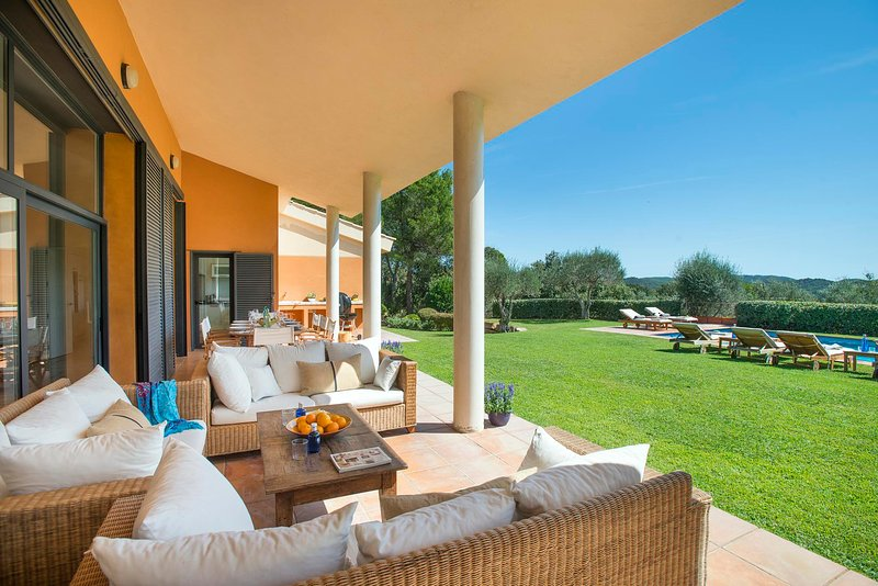 Mont-ras Villa Sleeps 8 with Pool and WiFi - 5814345, vacation rental in Vall-Llobrega