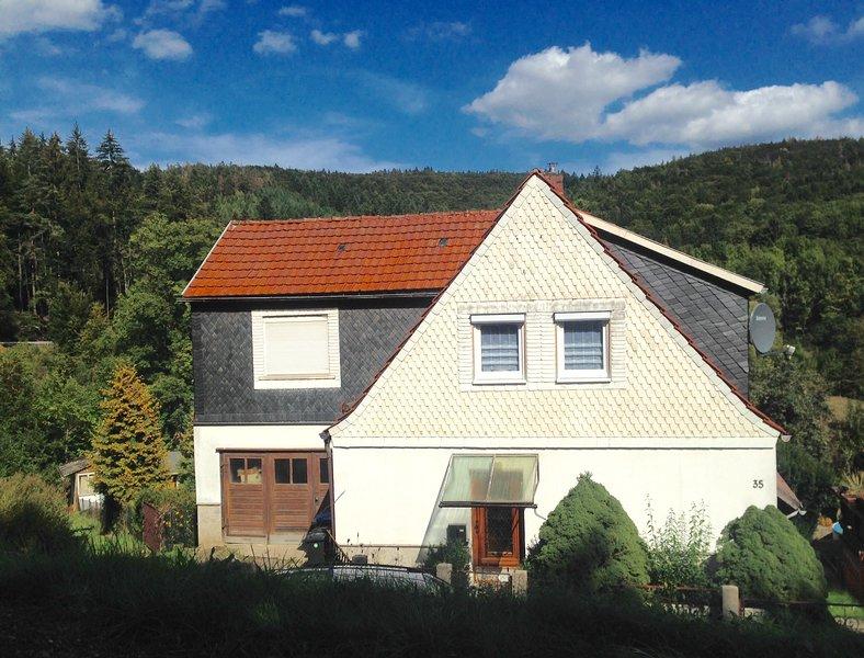 Monteur- und Ferienwohnung 'Haus am Wald' in 98554 Benshausen (Thüringer Wald), vacation rental in Grabfeld