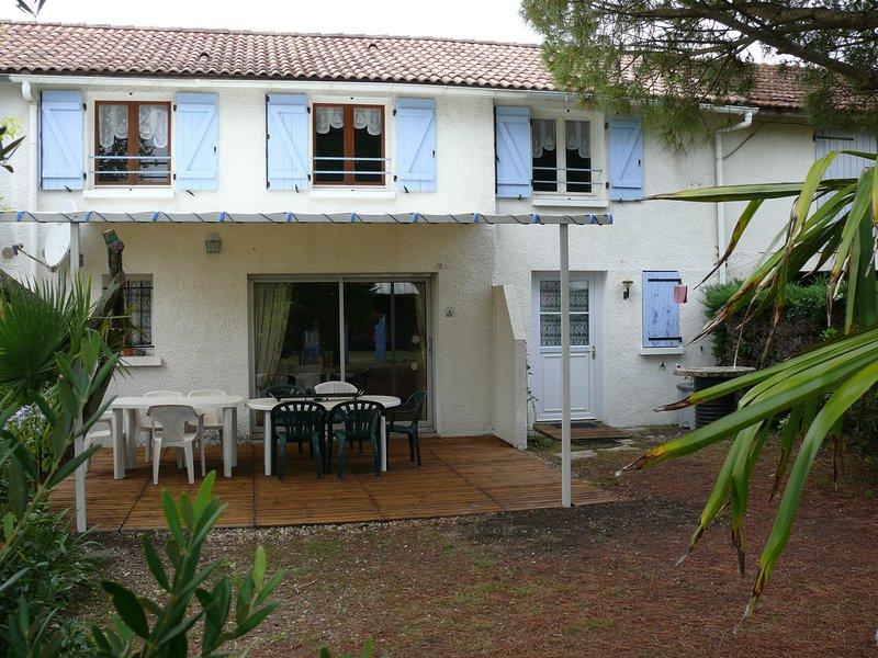 Amazing house with garden & terrace, location de vacances à Arvert