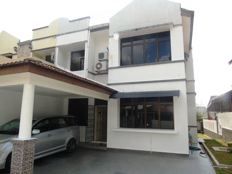 Batu Ferringhi Home Elizabeth close to the sea, vacation rental in Teluk Bahang