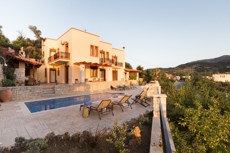 Ageri Traditional Villa, vacation rental in Argyroupolis