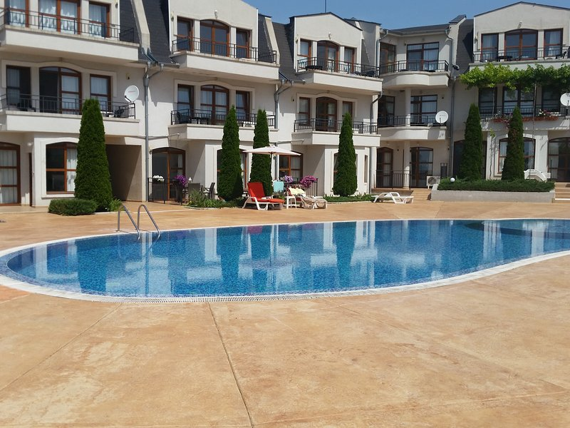 Fantastic Ground Floor 2 Bed Apartment, holiday rental in Gyulyovtsa