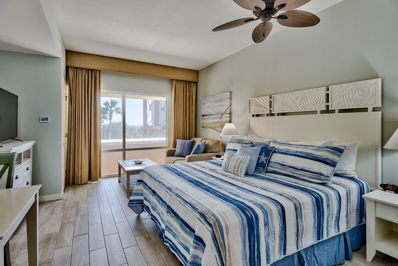 White, bright coastal colors in this newly remodelled unit