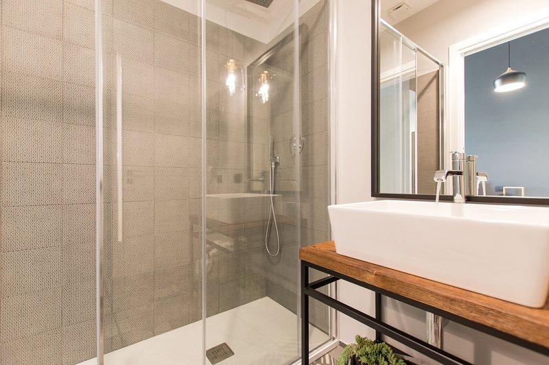 Anthracite bathroom