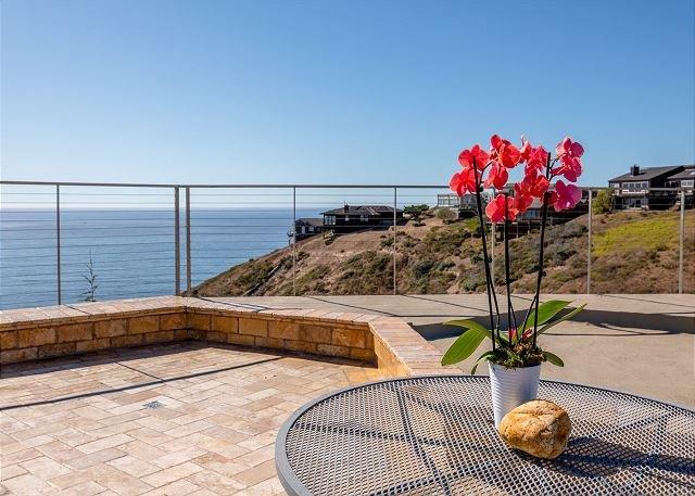 'Above & Beyond' Ocean Villa! Ocean Views! Hot Tub!, casa vacanza a Dillon Beach