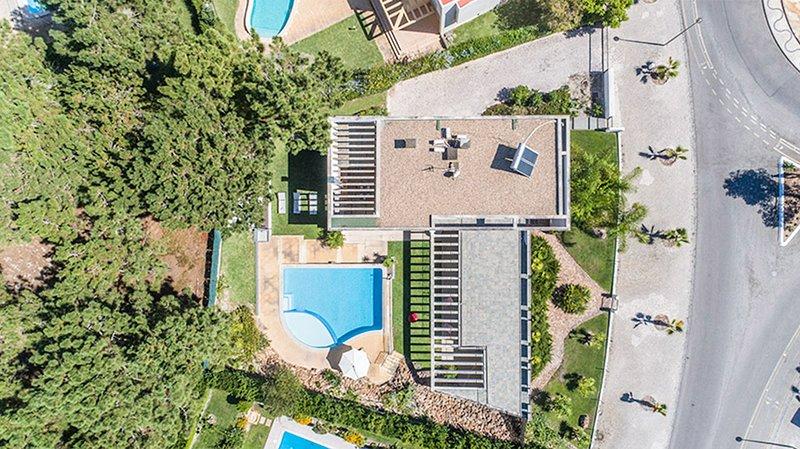 Sol Troia Villa Sleeps 8 with Pool and Air Con - 5689304, aluguéis de temporada em Troia
