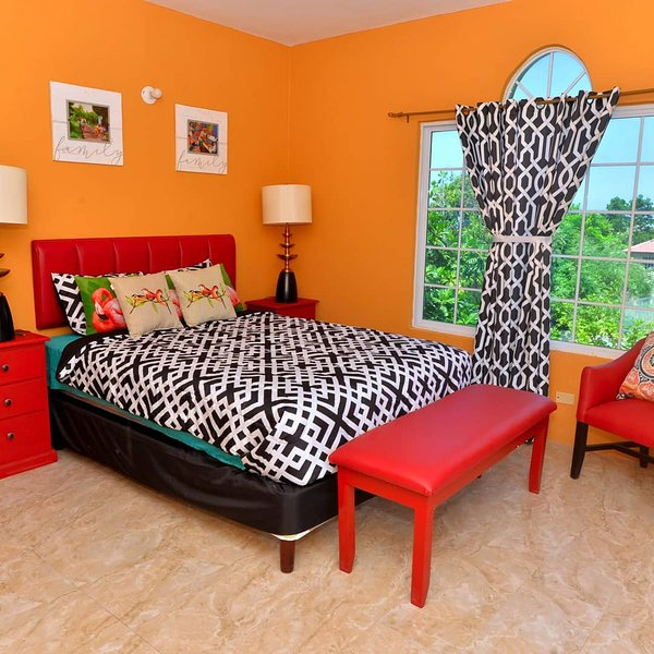 Takuma Marley Zion One Love - Single Room with Private Bathroom, location de vacances à Montego Bay