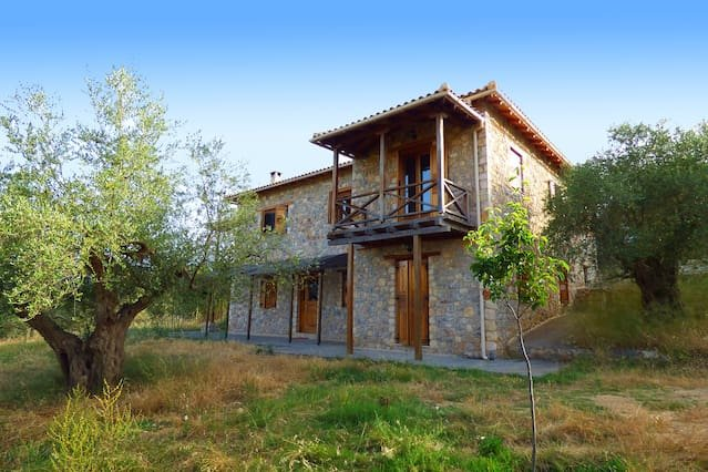 Luxurious Mansion in olive grove & view to Mystras, holiday rental in Sparta