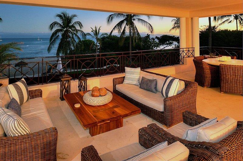 Beachfront Upscale Hacienda de Mita w/ Premier Golf and  Beach Clubs! (in Gates), vacation rental in Punta de Mita