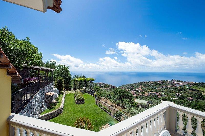 Villa Tortuga, holiday rental in Sant'Agata sui Due Golfi