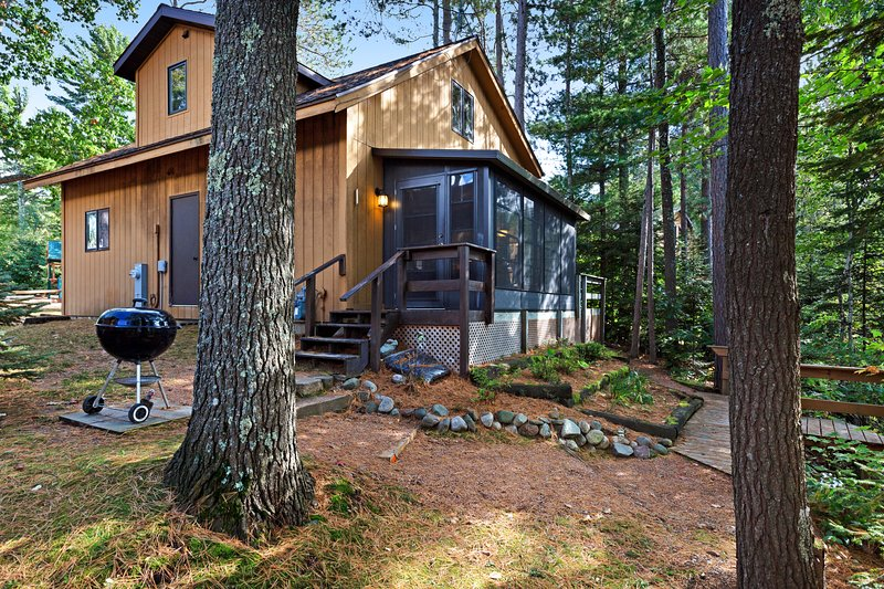 Family-friendly lakefront cabin with private dock and one of kind views, holiday rental in Boulder Junction