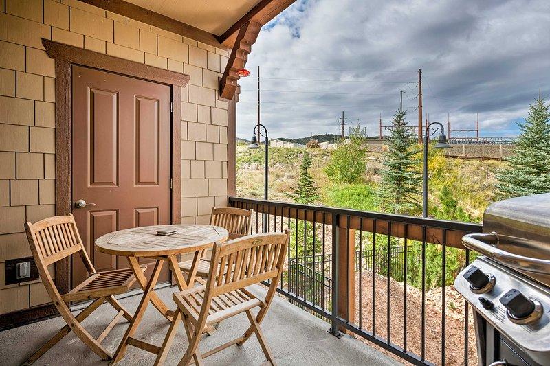 Enheten har en privat balkong, 3 sovrum och 2 badrum - perfekt för 8!