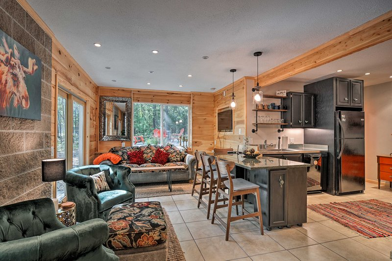 Dog-friendly Home near Crystal Mtn & Outdoor Rec!, alquiler de vacaciones en Interlochen