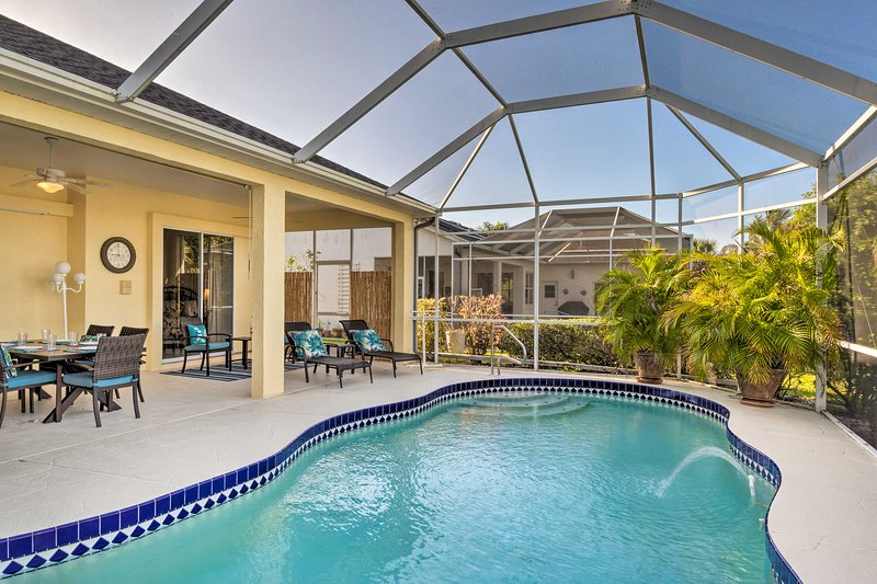 Port Charlotte Home on Canal w/ Lanai & Pool!, holiday rental in El Jobean
