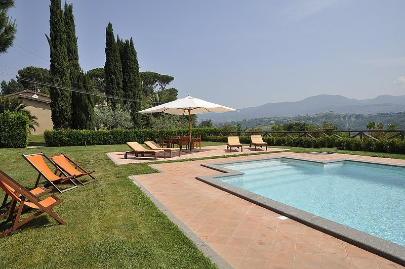 Colle Micotti Villa Sleeps 8 with Pool and WiFi - 5228959, location de vacances à Poggiolo