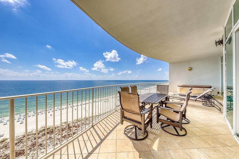 Elegant, waterfront condo w/ a private hot tub, shared pools, tennis, & gym, location de vacances à Orange Beach