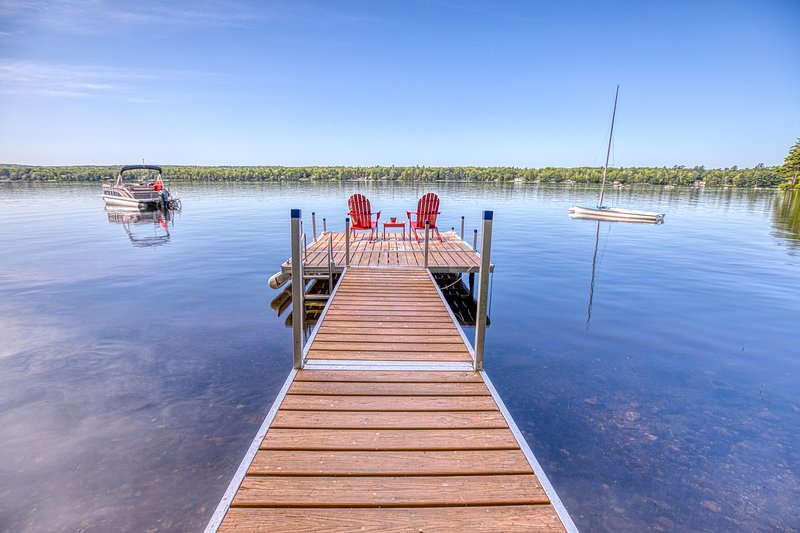 Lakefront compound consisting of 3 cottages - close to Acadia!, location de vacances à Bucksport