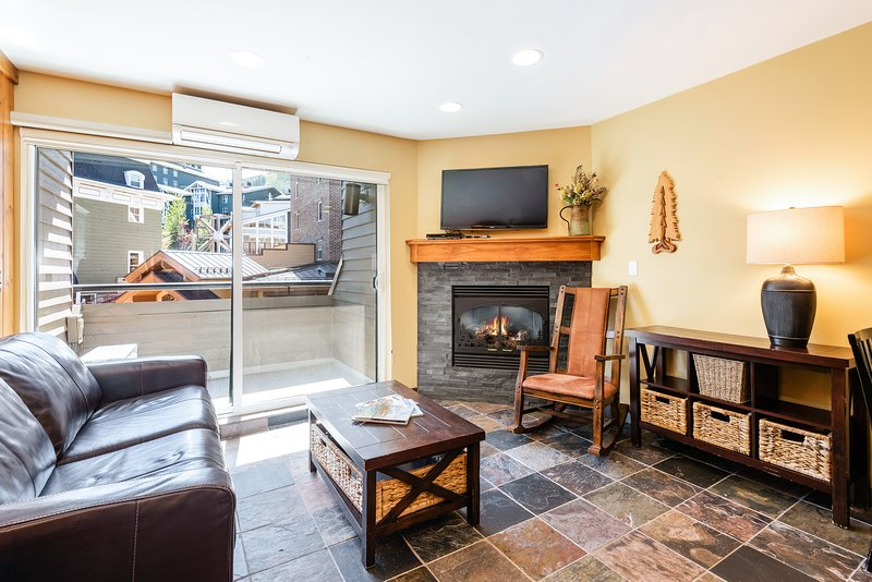 NEW LISTING! Comfy condo close to skiing, w/shared hot tub, pool, gym, saunas Chalet in Park City