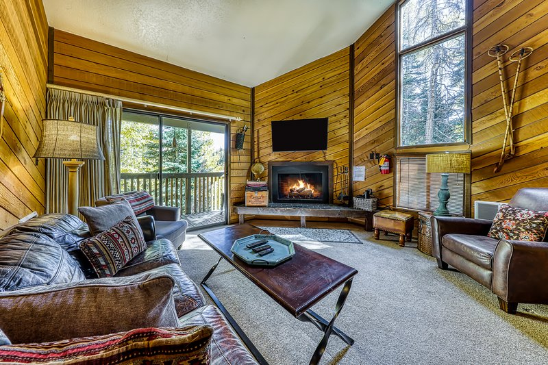 Dog-friendly condo perfect for families - walk to Navajo lifts!, location de vacances à Brian Head