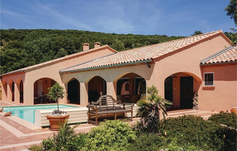 Awesome home in Pierrerue with Outdoor swimming pool and 3 Bedrooms (FLH331), holiday rental in Cebazan