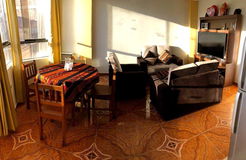 Cozy and friendly rooms in apartament in Cusco!!, holiday rental in San Sebastian