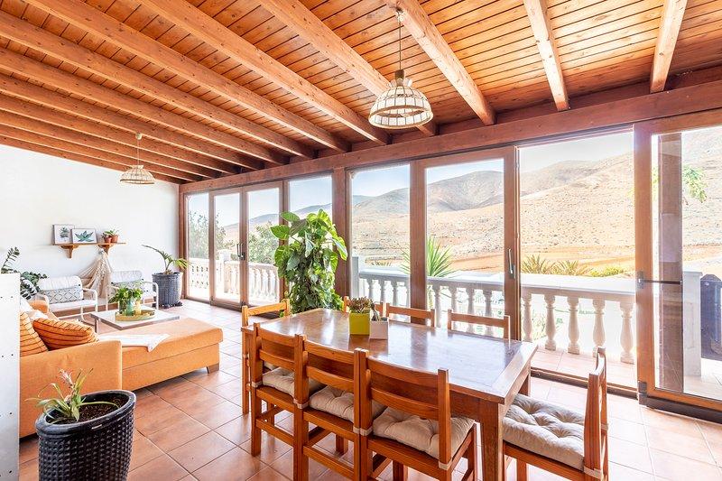 Chozo del Viejo - Peaceful country Villa with Pool in La Antigua, location de vacances à Triquivijate