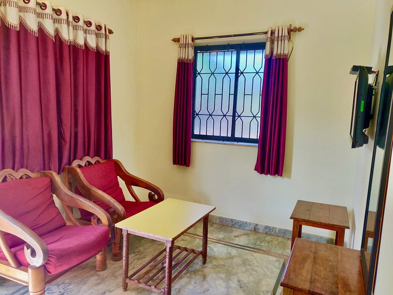 Cozy apartment at Beach property Morjim Sunset Guesthouse, vacation rental in Morjim