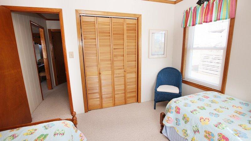 Furniture,Room,Indoors,Bedroom,Door
