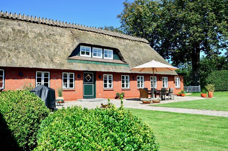 Design Reetdach Ferienhaus 'NOBILIS', holiday rental in Rinkenaes