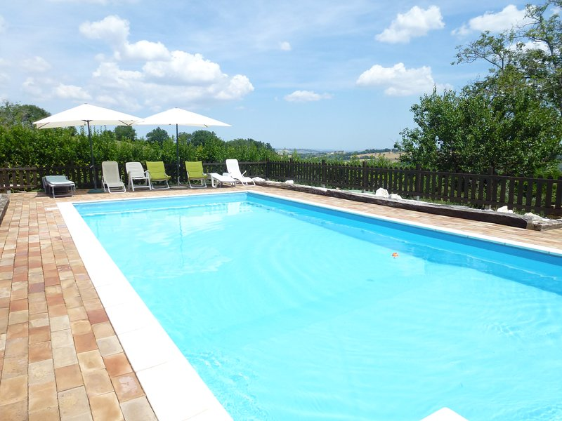 il casale di aurora country house with pool, holiday rental in Sant'Angelo In Pontano