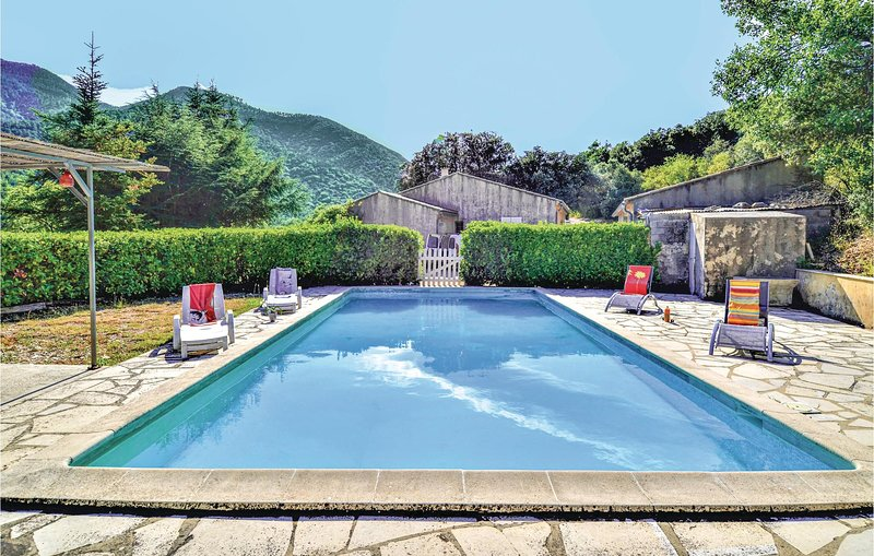Beautiful home in Saint Leger du Ventoux with Outdoor swimming pool, Outdoor swi, holiday rental in Eygaliers