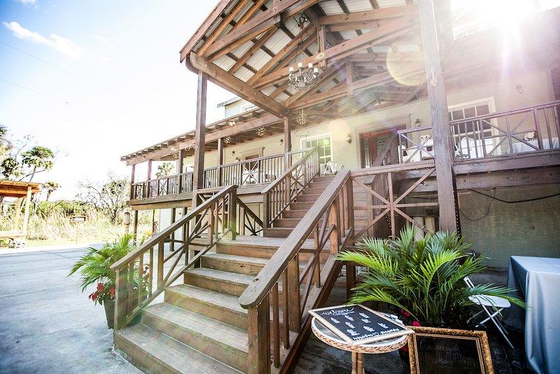 Flamingo Bungalow Beautiful Tampa Retreat, holiday rental in Oldsmar