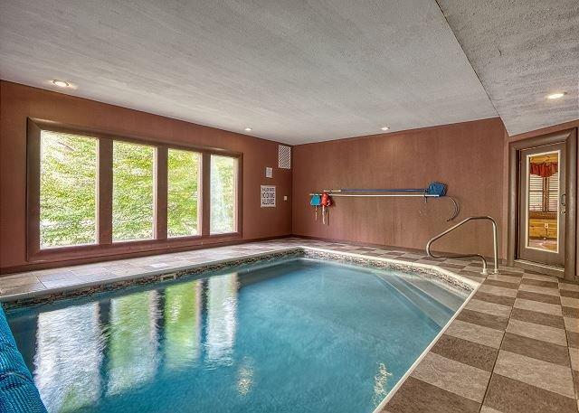 Luxury Cosby/ Gatlinburg Lodge with Home Theater Room & Private Indoor Pool, alquiler de vacaciones en Hartford