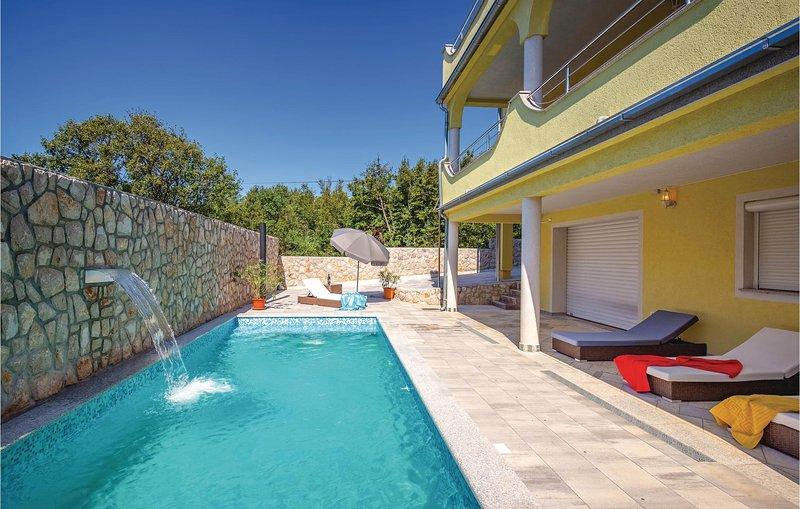 Awesome home in Smrika with WiFi and 1 Bedrooms (CKA112), aluguéis de temporada em Smrika