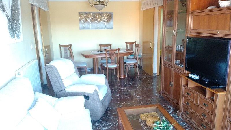 Acogedor piso muy luminoso, tres habitaciones, muy bien situado, vacation rental in Viznar