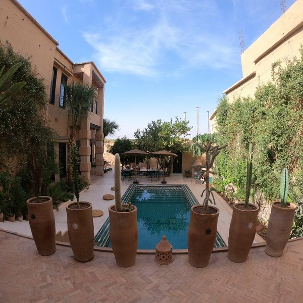 Amazing villa with swimming-pool, vacation rental in Ait Iaaza