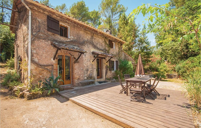 Stunning home in Grasse with 3 Bedrooms (FCA468), holiday rental in Auribeau-sur-Siagne