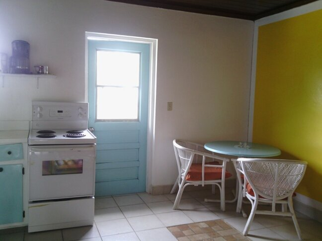 BAHAMAS VACATION U CAN AFFORD! Cottage near Sea $45-$50/day, holiday rental in Governor's Harbour