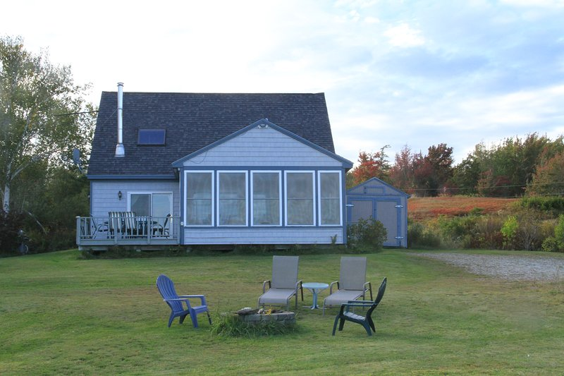 Oceanfront Cape Near Acadia Includes Kayaks, Relax at Wave Walker Cottage., vacation rental in Surry
