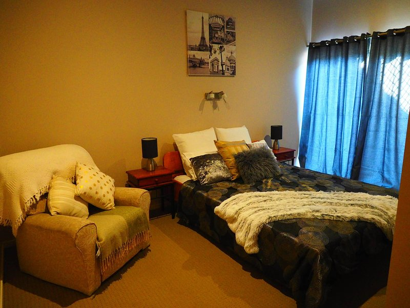 Master Suite With Private Entrance, vacation rental in Logan City