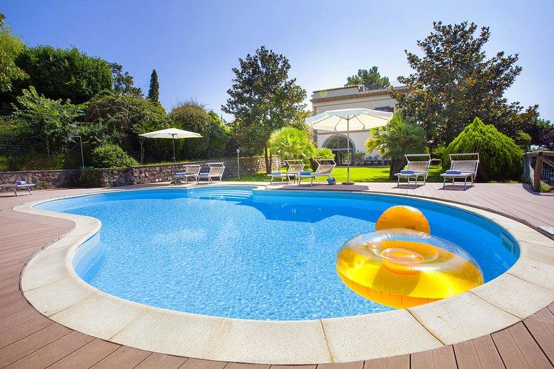 AMORE RENTALS - Villa Il Pino with Private Pool, Garden, BBQ, Parking, Ferienwohnung in Sant'Agata sui Due Golfi